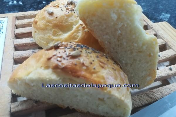Panecillos tiernos con queso crema y semillas (Thermomix)